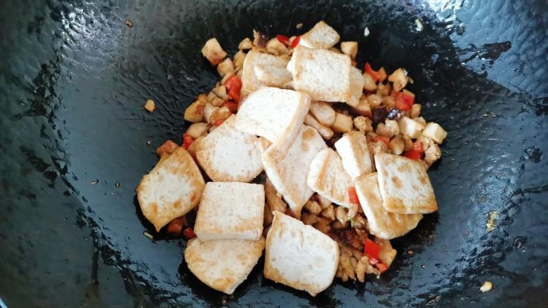 香菇肉末豆腐,放入豆腐