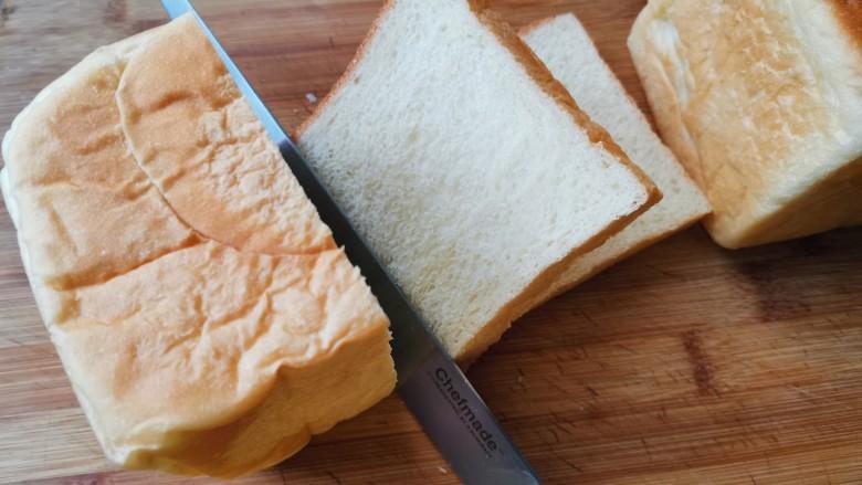 芝士火腿三明治,也可以切成两片连在一起,直接夹蔬菜<a style='color:red;display:inline-block;' href='/shicai/ 935'>芝士</a>。