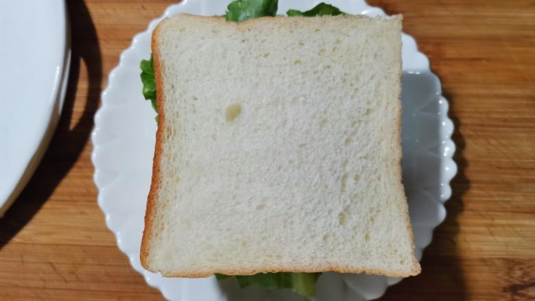芝士火腿三明治,再盖上另一片吐司。