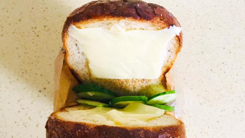 芝士火腿三明治,粘贴在吐司片上