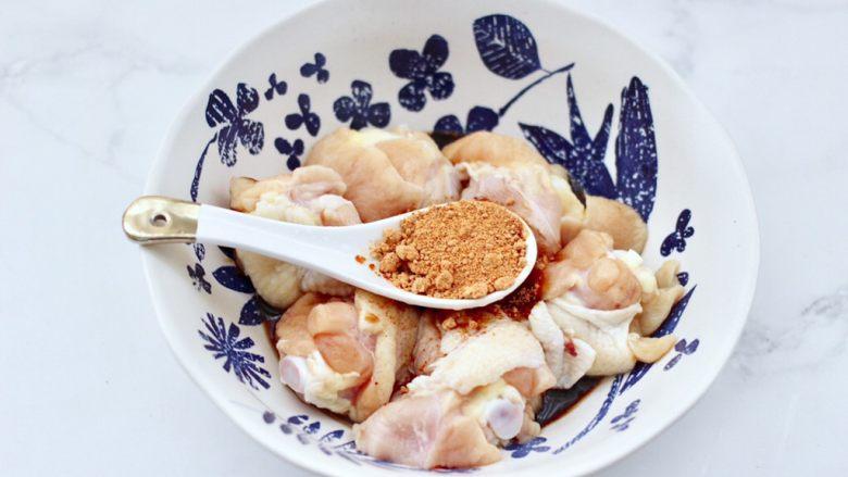 蒜香青柠鸡翅根,这个时候加入奥尔良烤翅料。