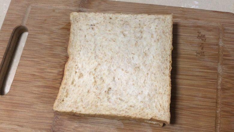 芝士火腿三明治,再加一片吐司