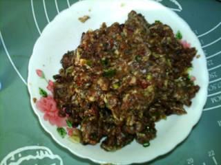 香菇牛肉酱,抓匀,腌制30分钟。