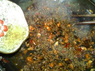 香菇牛肉酱,倒入适量水,