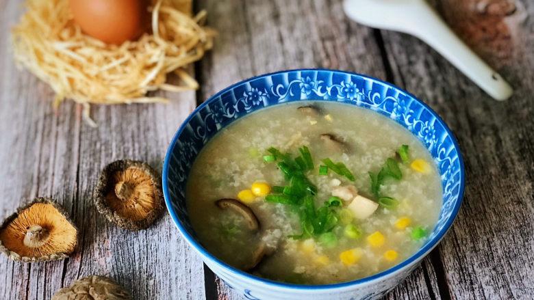 香菇滑鸡粥,早餐的一碗香菇滑鸡粥,唤醒你和家人的味蕾,鲜香温暖,元气满满。