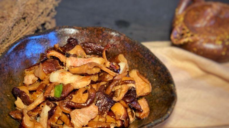 香菇炒肉片,出锅