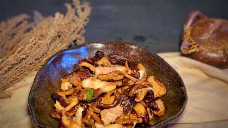 香菇炒肉片,炒熟