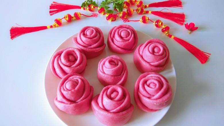 紫薯玫瑰花卷,<a style='color:red;display:inline-block;' href='/shicai/ 2643'>紫薯</a>玫瑰花卷。