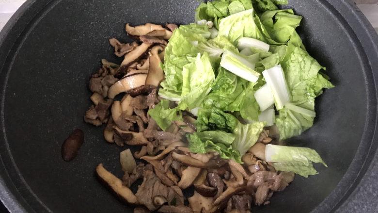 香菇炒肉片,加入小白菜炒40秒以上即可;
