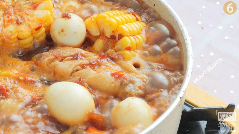 天热没食欲?那你一定要试试这份专治没胃口的香辣鸡翅煲!,倒入酱汁,加入与食材齐平的热水,大火煮开