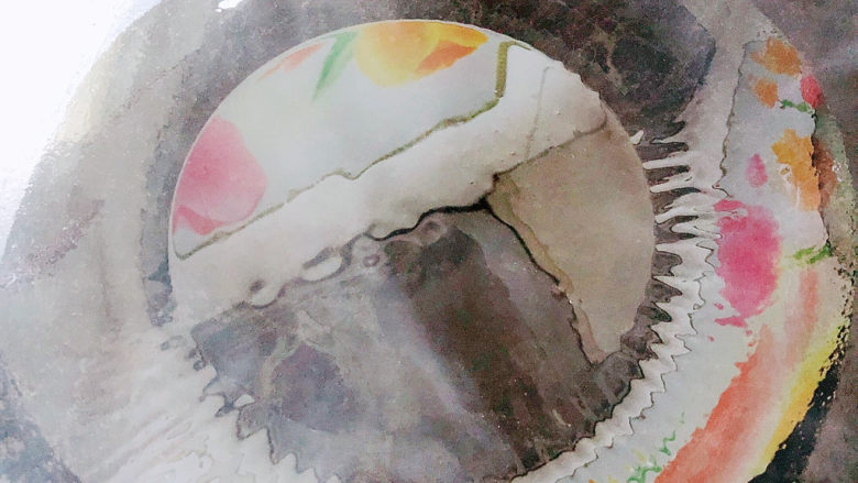西葫芦炒火腿,锅中倒入油,加热至五成热。