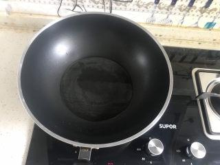 冬瓜猪骨汤,起锅热油