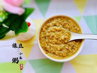 綠豆小米粥,清涼解暑的綠豆粥,具體做法如下: