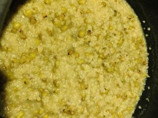 綠豆小米粥,早上起來,翻開電飯煲,綠豆小米粥就煮好了