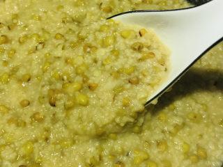 綠豆小米粥,攪拌一下
