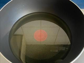 麻辣臭豆腐,鍋中多放點油,放到豆腐高度的一半