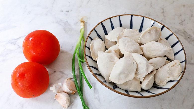 番茄浓汤饺子,准备好材料