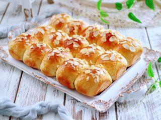 牛奶杏仁小餐包