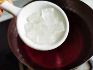 蓝莓冻撞奶,加冰糖。