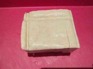 香菇炖豆腐,豆腐一块。