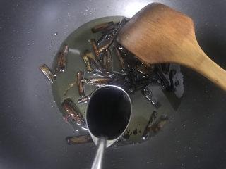 葱油拌面,加入3勺生抽