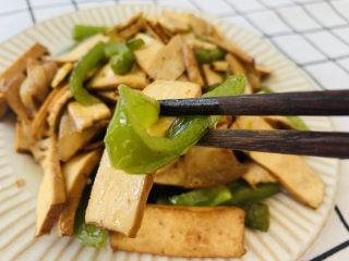 無敵下飯之青椒炒香干,青椒的維生素很高,非常脆嫩可口。