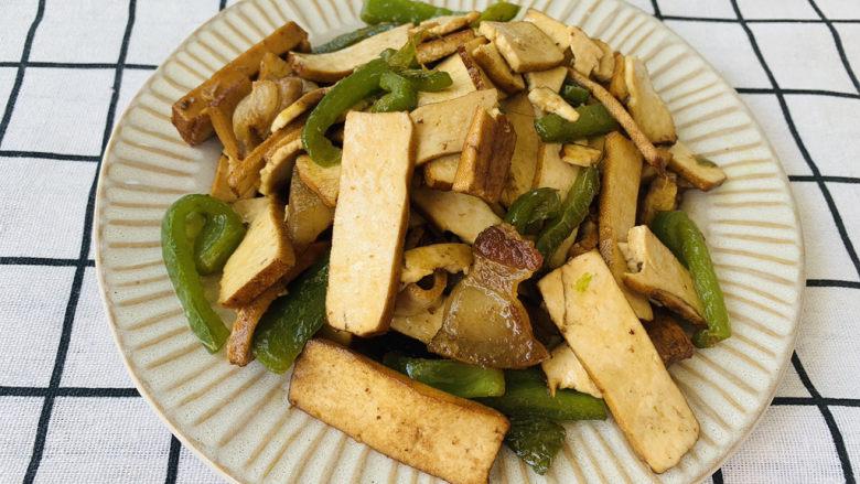 无敌下饭之青椒炒香干,五花肉真是个好食材呀,爱吃的小伙伴可以多放点一起炒,更美味