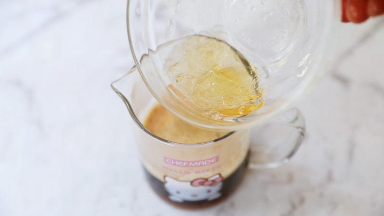 牛奶咖啡果冻,加入吉利丁片