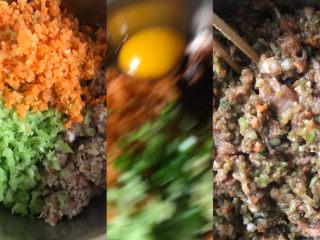 彩色芹菜猪肉饺子,趁醒面的时间调馅,把绞碎的肉末,芹菜末,切点胡萝卜碎,葱末,姜末,都放入一个盆里,加入一个鸡蛋,盐,五香粉,鸡精,生抽,老抽,蚝油,油,顺着一个方向搅拌均匀