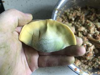 彩色芹菜猪肉饺子,绿心黄边的