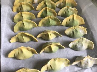 彩色芹菜猪肉饺子,全部包好绿心的