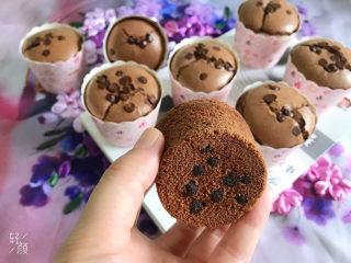 巧克力纸杯蛋糕🧁,蛋糕底部,有沉下来的巧克力豆
