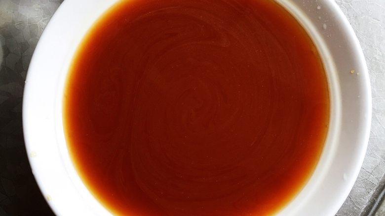 烧茄子,调料汁:生抽2勺、蚝油1勺、老抽1勺、香醋1勺、白糖2勺、清水1.5碗、淀粉2大勺和适量盐混合搅匀。 掌握不好咸淡可以搅匀后尝一下味道。