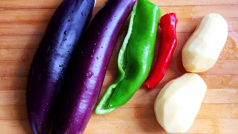 烧茄子,准备所需食材,洗净。