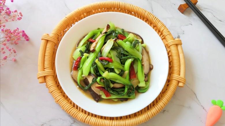 香菇炒青菜,盛出装盘。