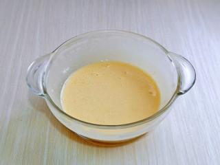 油炸金针菇,将鸡蛋液,面粉,淀粉混合在一起,充分搅拌均匀,无干粉,无颗粒,如果颗粒太多可以适当加一点点水勾兑。