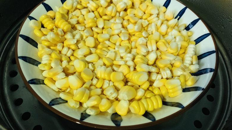 玉米炒虾仁,上锅蒸
