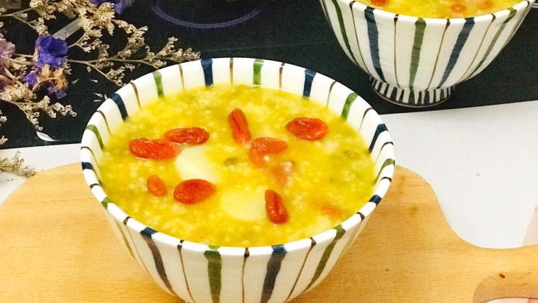 山药枸杞粥,一碗美美的山药小米绿豆枸杞粥,营养健康美味
