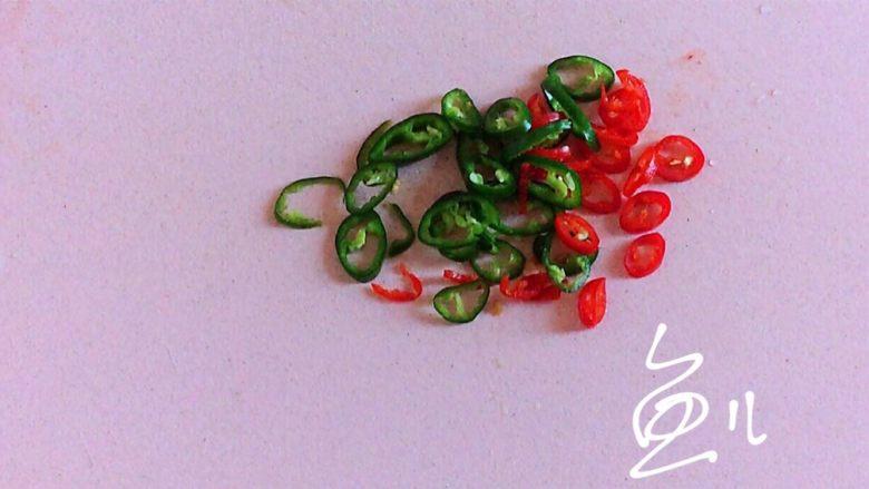 蒜蓉粉丝蒸金针菇,<a style='color:red;display:inline-block;' href='/shicai/ 62'>辣椒</a>切碎