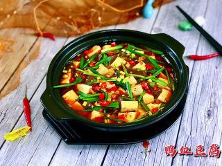 鸭血豆腐➕ 红白花开山雨中