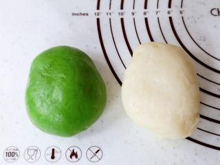 糯米凉糕,揉好的面团光滑细腻,可以拉丝