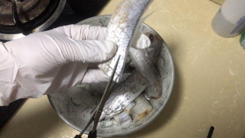 椒盐带鱼,修剪掉不能要边边角角