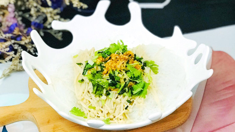 蒜蓉粉丝蒸金针菇,适合这个季节的凉拌菜