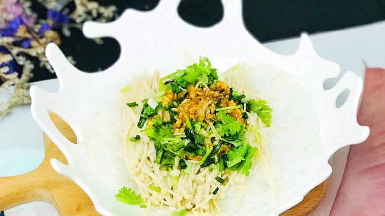 蒜蓉粉丝蒸金针菇,非常清爽适宜的凉拌菜