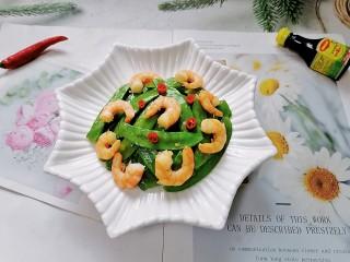 荷兰豆炒虾仁,拍上成品图,一道清爽又美味的荷兰豆炒虾仁就完成了。