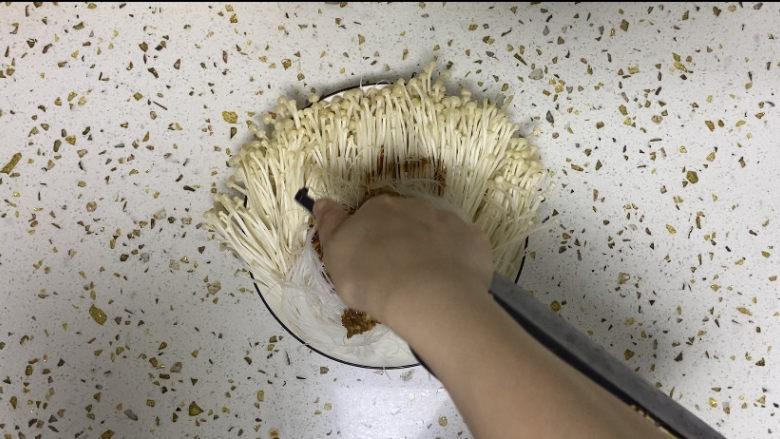 蒜蓉粉丝蒸金针菇,在加1勺生抽