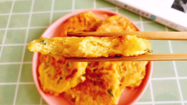 黄金土豆丝饼,咬一口,满满的土豆香味,很好吃😋