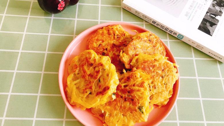 黄金土豆丝饼,盛出来即可食用