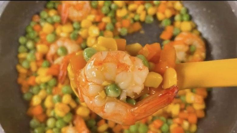 玉米炒虾仁,绝对色香味俱全,不想吃饭的来一盘这个代餐,真的是营养又美味,还不用担心长胖。🥰