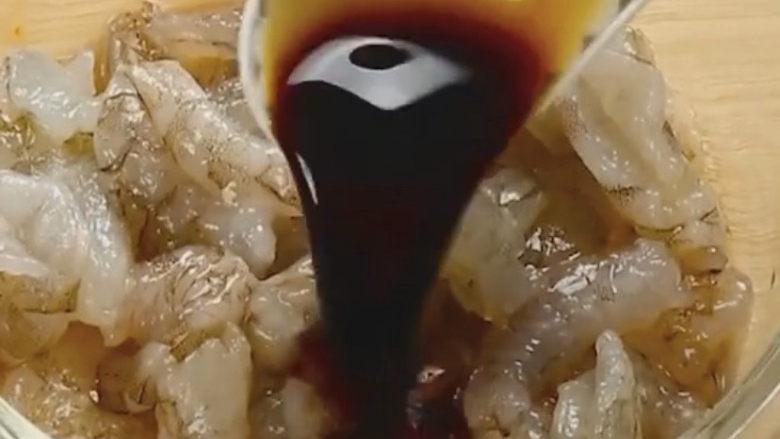 玉米炒虾仁,再来点生抽提鲜入味